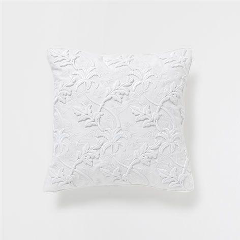 kissen mit stickerei kissen und decken dekoration zara home schweiz elutuba pinterest. Black Bedroom Furniture Sets. Home Design Ideas