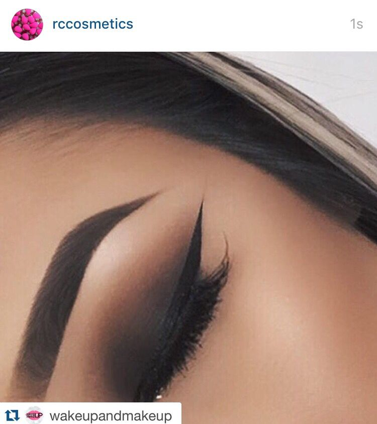 What a wing.... ・・・www.rc-cosmetics.com Brows ✔️ liner ✔️ shadows ✔️ GLITTER✔️ @lalasdope ✨✨