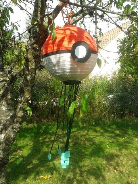 Pinata pokemon pokeball avec boule japonaise