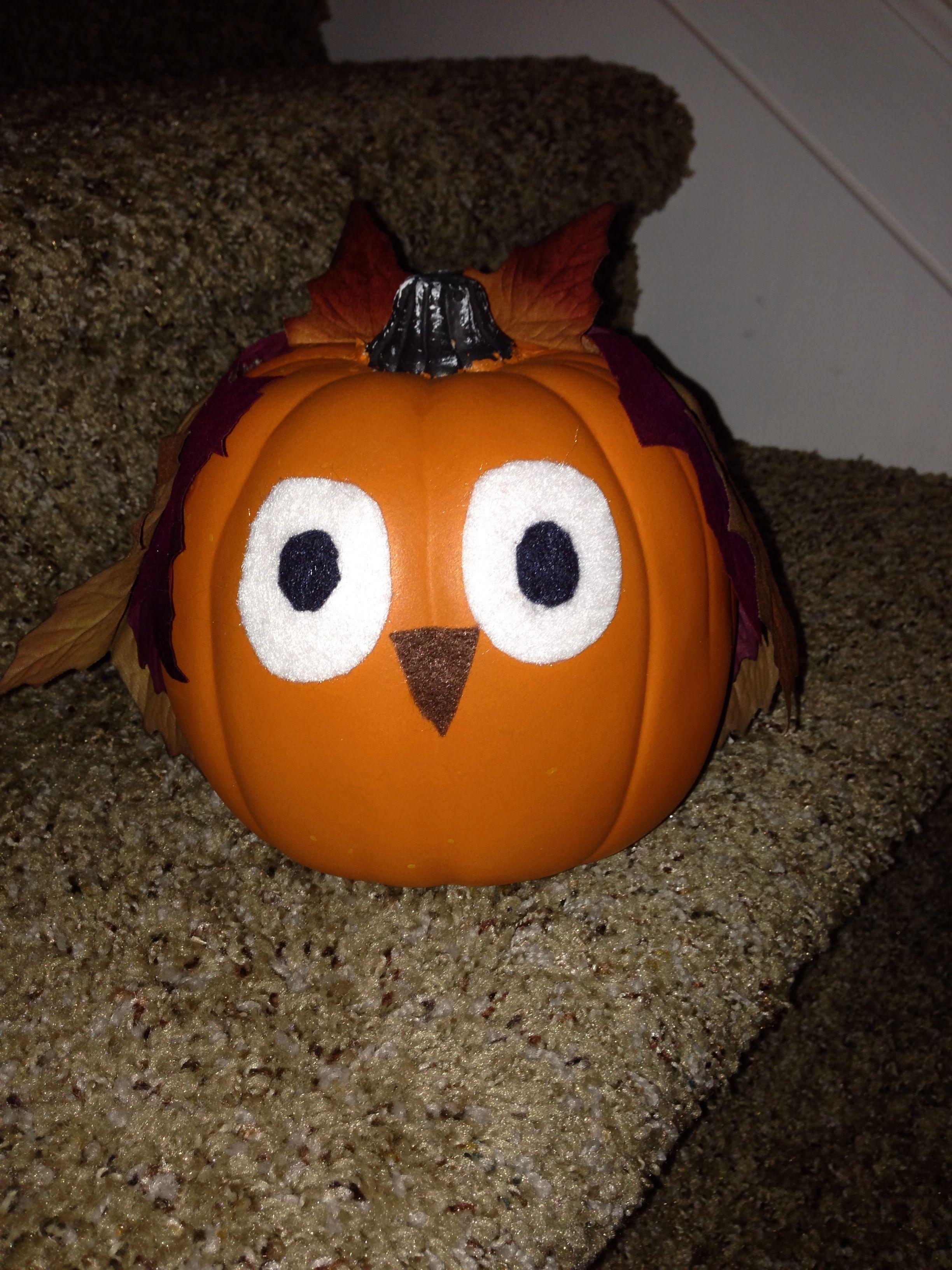 Mini pumpkin made into an owl Pretty pumpkins, Spooky