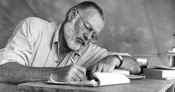 Hemingway's advice on writing, ambition, and the 16 books every aspiring writer should read brainpickings.org/2016/01/04/wit…