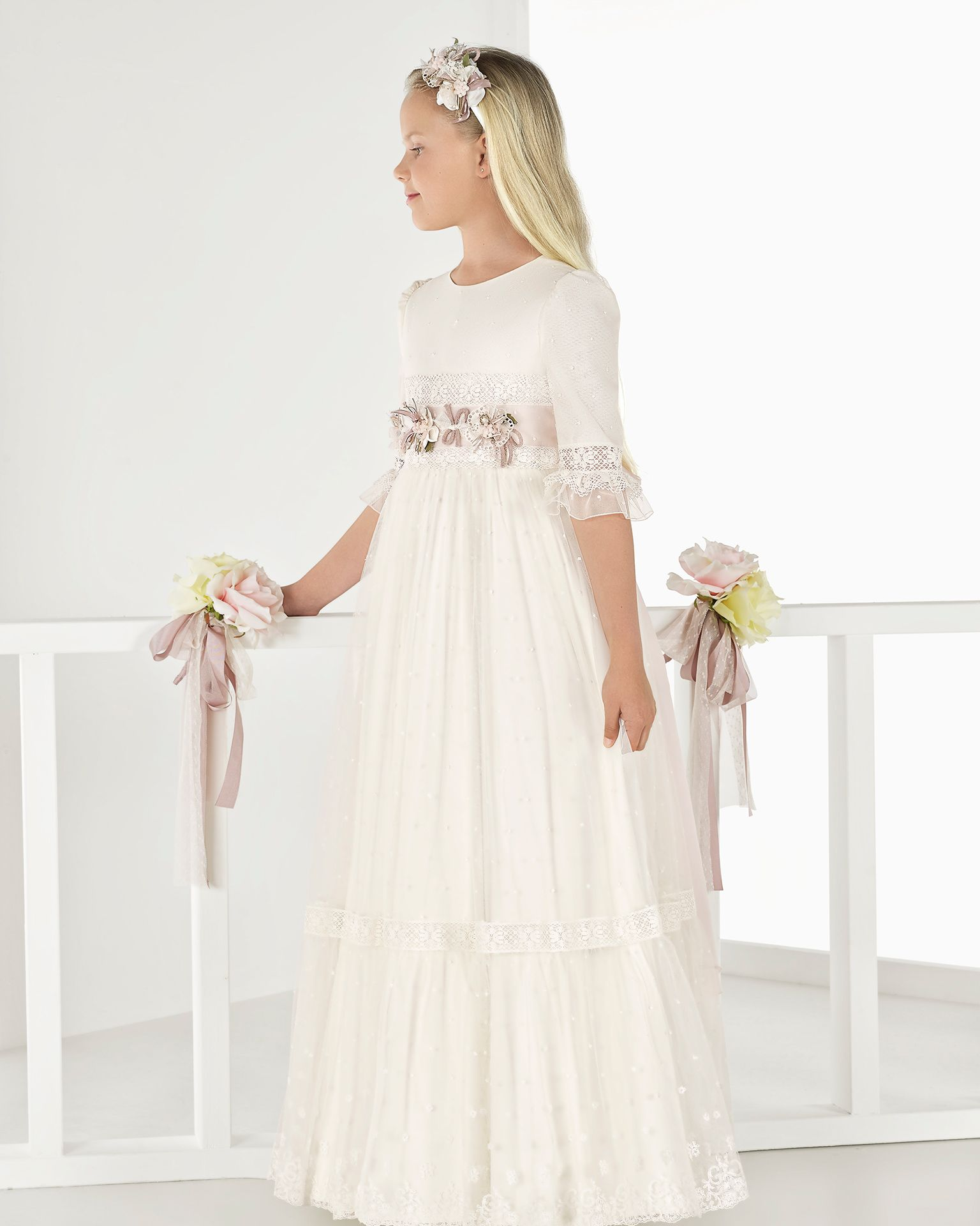 eb627969e4f Princess-style embroidered tulle First Communion dress with empire waist
