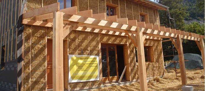 maison de paille Habitat alternatif  maison de rêve Pinterest - maison bois et paille