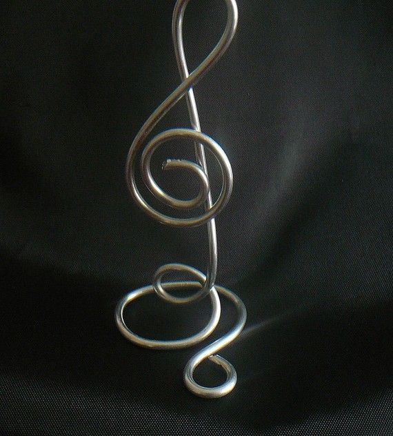treble clef place card stand...one of several...great idea