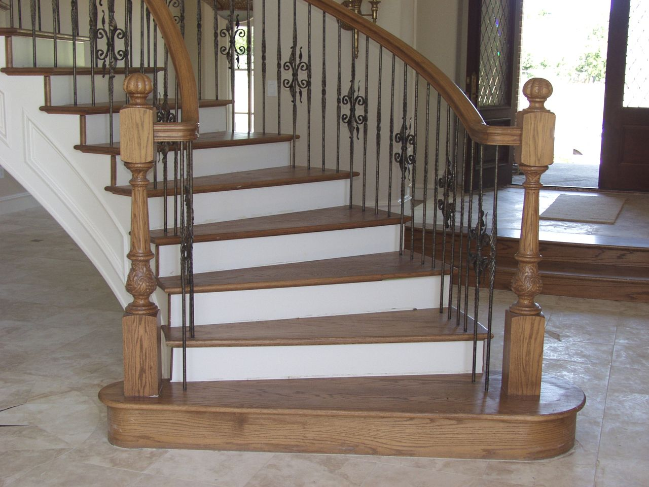 Best This Staircase Pattern Features Balusters From The Round 640 x 480