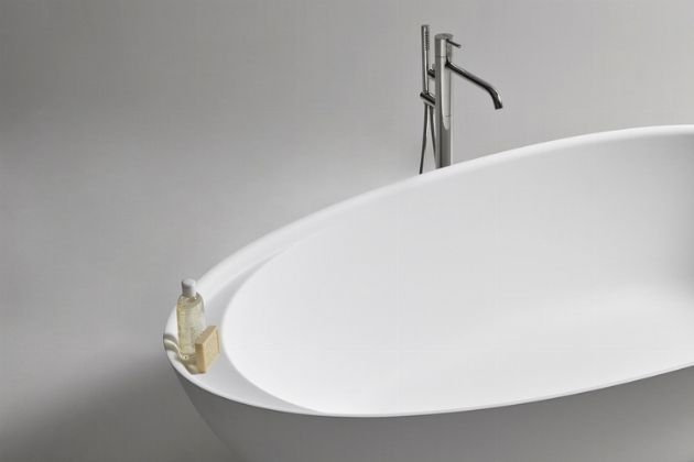 Eclispe Is An Enveloping Egg Shaped Tub That Welcomes And Ergonomically  Protects The Body.