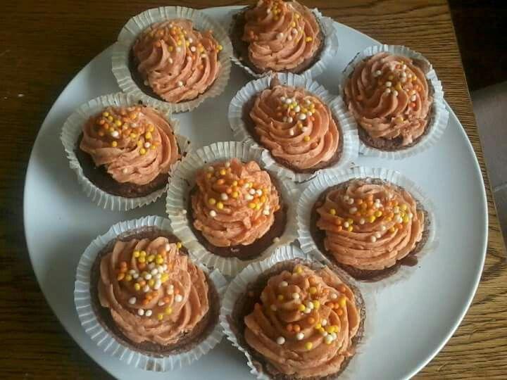 Cupcakes mit Marillentopping
