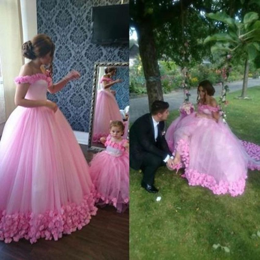 Find More Wedding Dresses Information about Romantic Wedding Dresses Gorgeous Off The Shoulder Pink Flowers Sweetheart Ball Gown For Wedding Photography Vestido De Noiv,High Quality gown music,China gown ball dress Suppliers, Cheap gown evening dress from Holy & Bride on Aliexpress.com