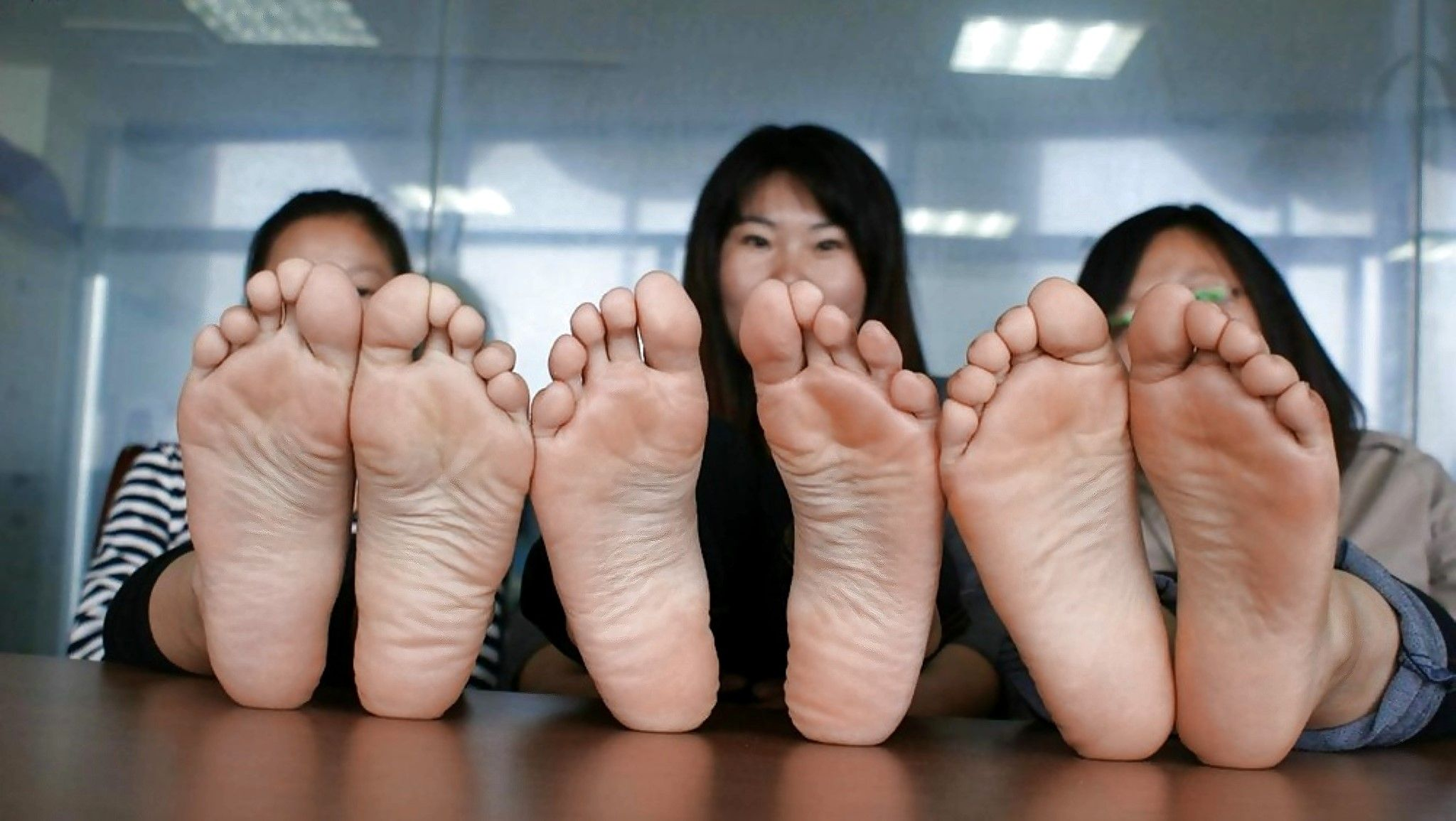 asian-girls-toes-swimsuit-nudity