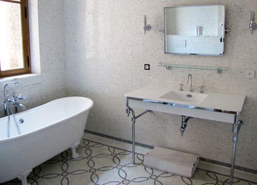 Salle de bain Art Deco - baignoire, table de toilette, accessoires ...