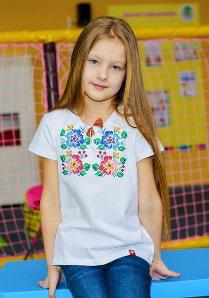 f0785dc0f4e032 Дитяча вишита футболка (18)Дитяча вишиванка для дівчинки здатна миттєво  покращити настрій та вдосконалити