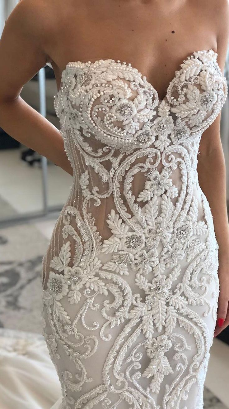 Stunning wedding dress with amazing details #gorgeousgowns