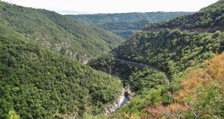 La vallée du Doux et son chemin de fer ou passe le Mastrou, une locomotive a vapeur et ou vous pouvez aussi faire du Vélo-Rail.