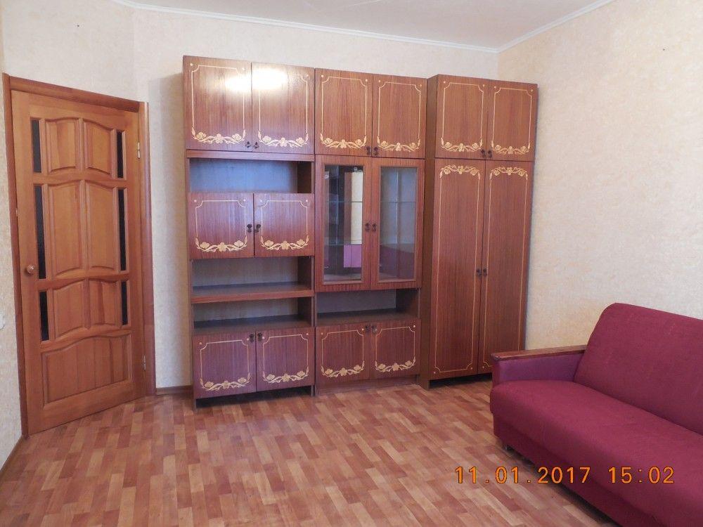 Предлагаем для долгосрочной аренды в Ставрополе  1 - комнатная квартира по адресу Чехова55/1,, ремонт косметический,кухонный гарнитур, мягкая мебель, б/у хорошая, общей площадью 40 кв.м, дом Новый кирпич, Центральное отопление, Газ-плита, наличие бытовой техники - стиральная машина (+), холодильник (+), телевизор (-),парковка стихийная, номер объявления - 24939, агентствонедвижимости Апельсин. Услуги агента только по факту заключения договора.Фотографии реальные.   Подробно…