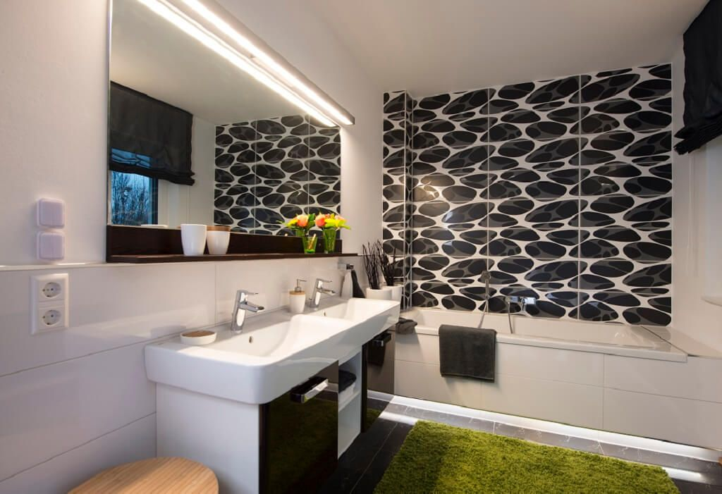 Badezimmer Fliesen Muster weiß schwarz mit Doppelwaschtisch
