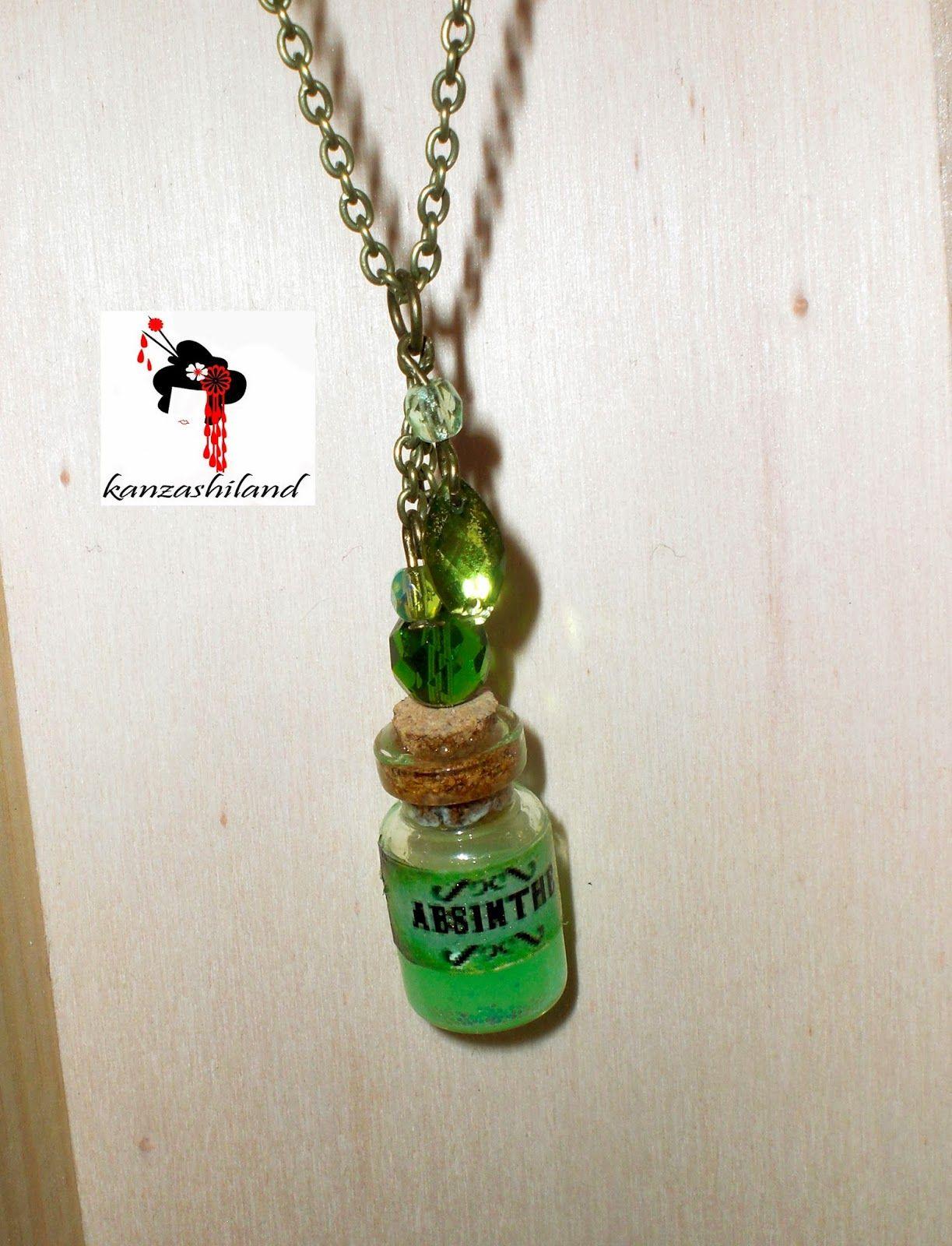 "Colgante  mini botella de cristal,  absenta ""Hada Verde"""