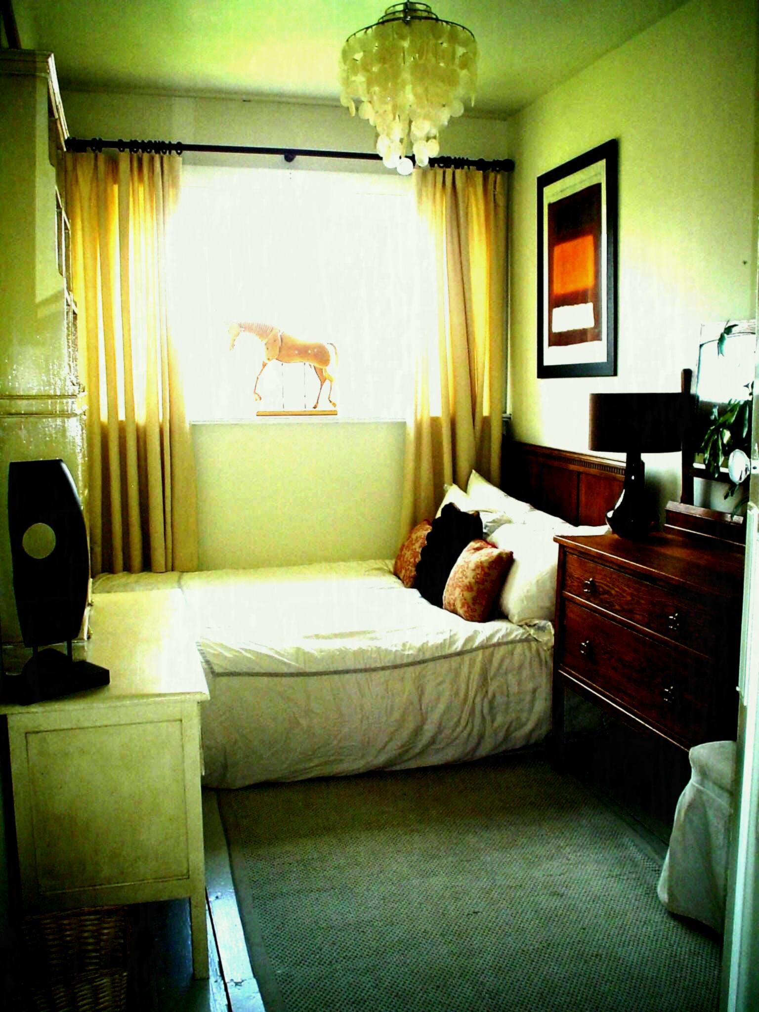40 Space Saving Ideas For Small Bedrooms Bedroom Interior Small Room Bedroom Bedroom Arrangement