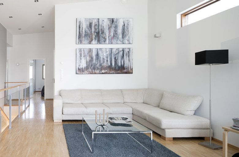 Vaaleita sävyjä olohuoneessa, lisää ideoita www.lammi-kivitalot.fi