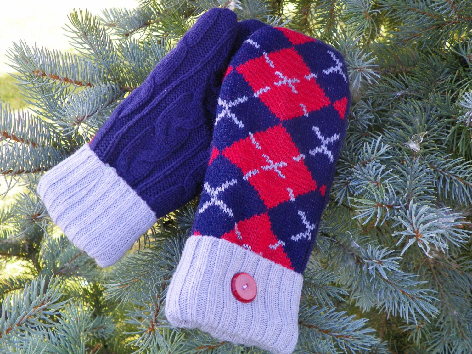 New to KatesHandiwork on Etsy: sweater mittens upcycled sweater mittens recycled sweater mittens ladies mittens handmade mittens kateshandiwork warm mittens Navy (25.00 USD)