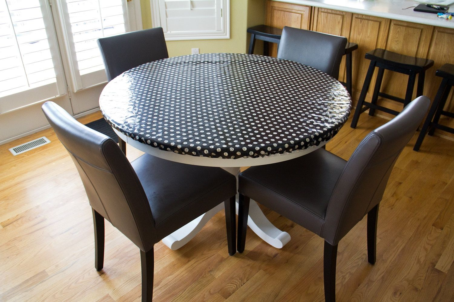 Round Fitted Vinyl Tablecloths httparghartscom Pinterest