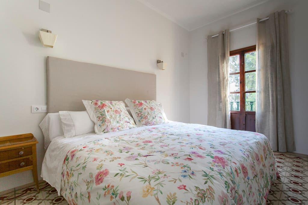 Échale un vistazo a este increíble alojamiento de Airbnb: La Casona Villa Paquita:Elegante y encantadora B&B - Bed & Breakfasts en alquiler en Ondara