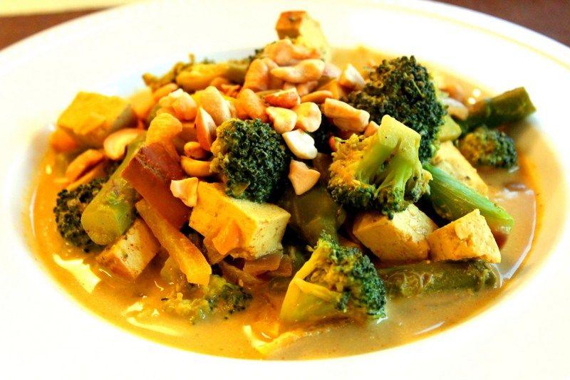 Thai yellow curry with veggies cashews and tofu entrees thai yellow curry with veggies cashews and tofu forumfinder Choice Image