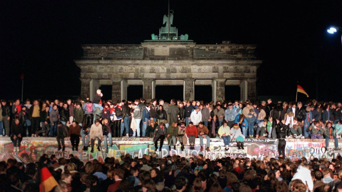 Ntv Video Vor 30 Jahren Fiel Die Mauer Vereinigung Dauert Mindestens Eine Generation Fall Der Berliner Mauer Urlaub Angebote Merkel