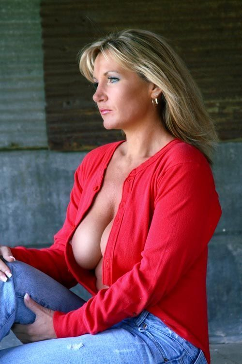Older busty women photos