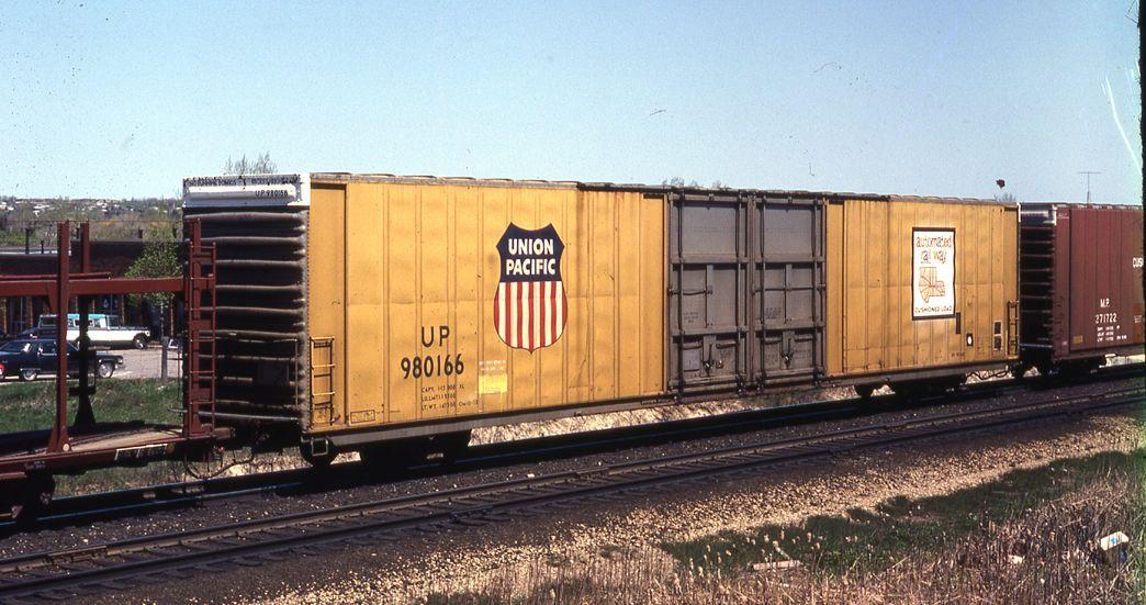UP 980166 86' Auto Parts Boxcar Union Pacific Railroad Co