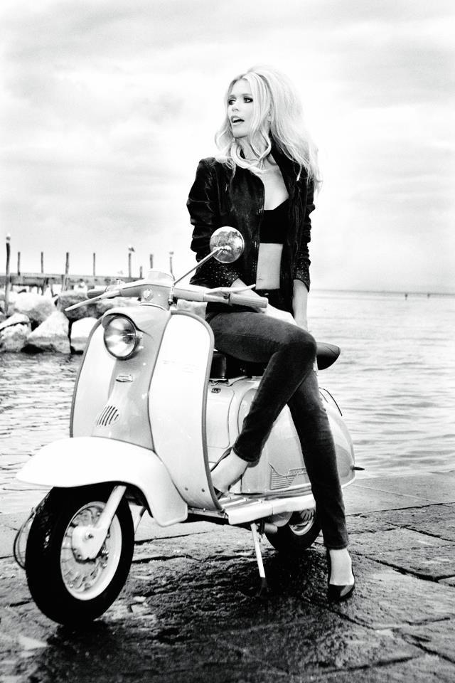 Claudia Schiffer em campanha para Guess