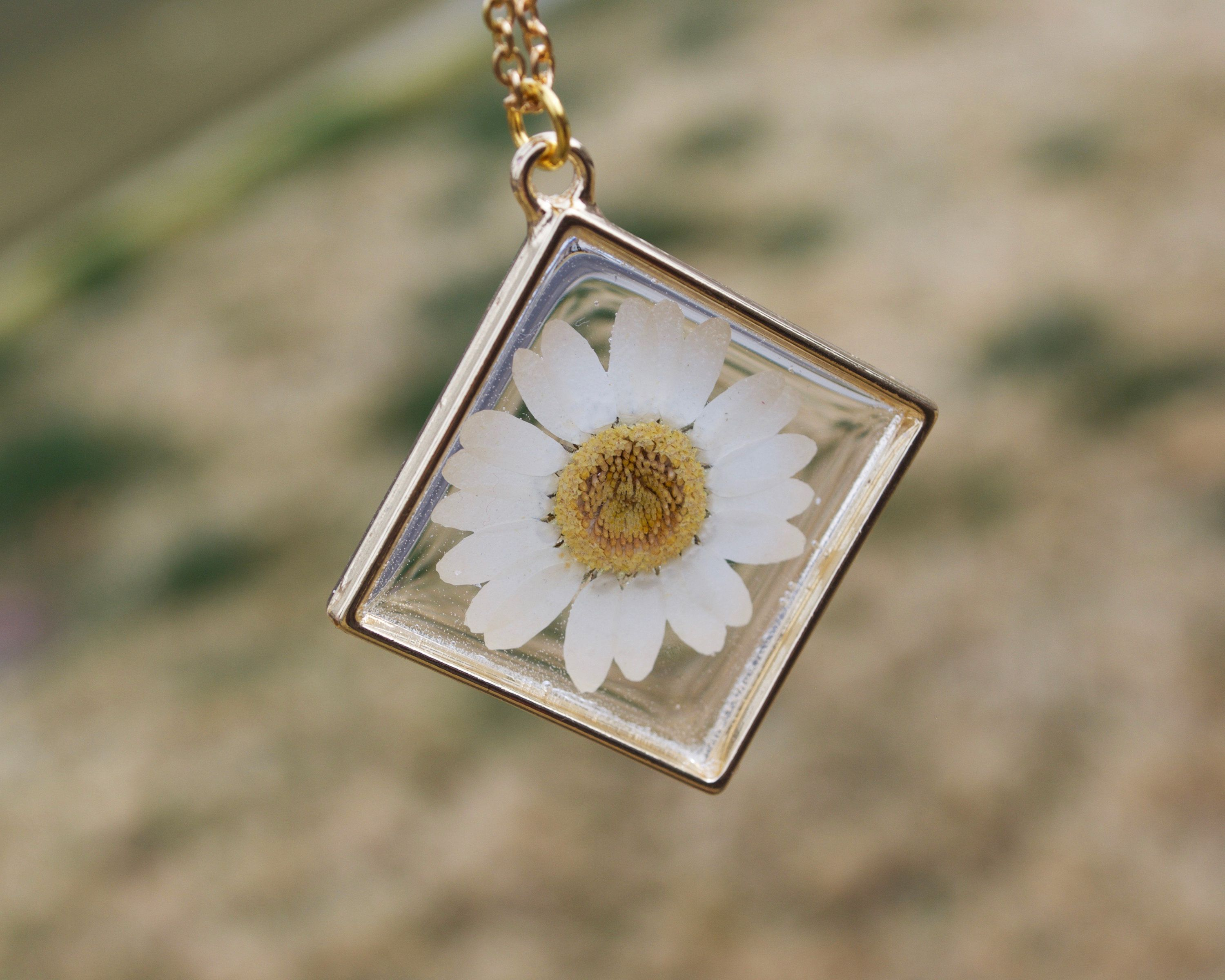 necklace products flower yello daisy yellow gold shopify big