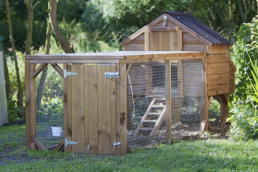 This is one of the most useful chicken coop designs we've ever seen. The project combines a small closed house structure with a large wired box for the chickens to graze in, making for an extremely convenient and efficient design.