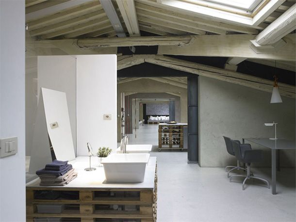 Beautiful loft in Florence: all recycled pallets!! LOVE ...