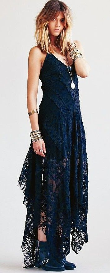 Fashion And Style: Gorgeous necklace diagonal tiers of patchwork lace that just go on forever. So creative