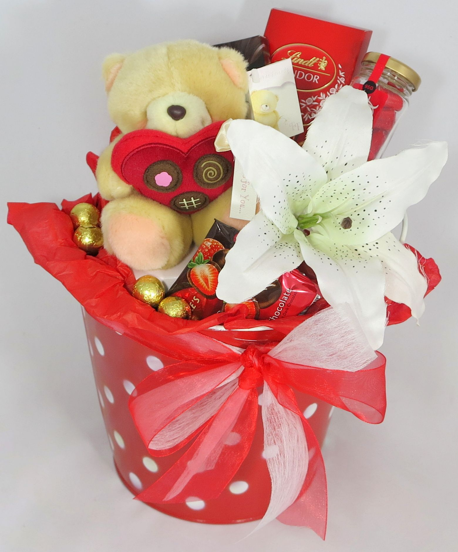 Bucket of Love Hamper from Wrap Tup Best gift cards