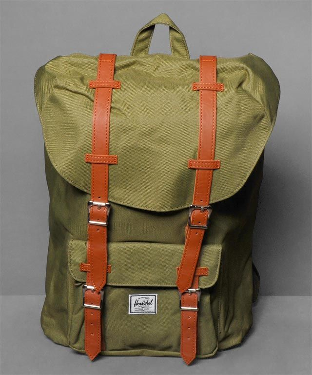 Neu im Shop: Herschel Little America Backpack in Army Oilve/Army Olive - http://www.numelo.com/herschel-little-america-backpack-p-24512747.html #herschel #littleamericabackpack #taschen #numelo