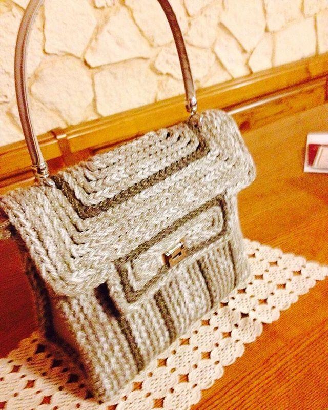 Che ne pensate di questa??? Per info e prezzi in privato.  #bags #fashionbag #fashion #leborsedisilvana #moda #oro #perognioccasione