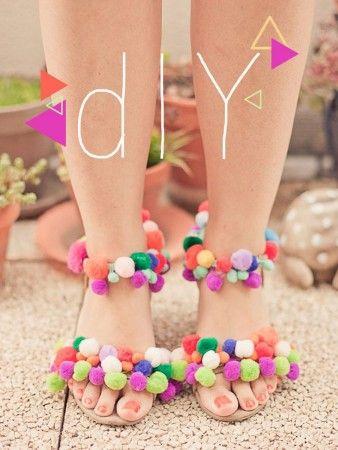 hacer sandalias con pompones