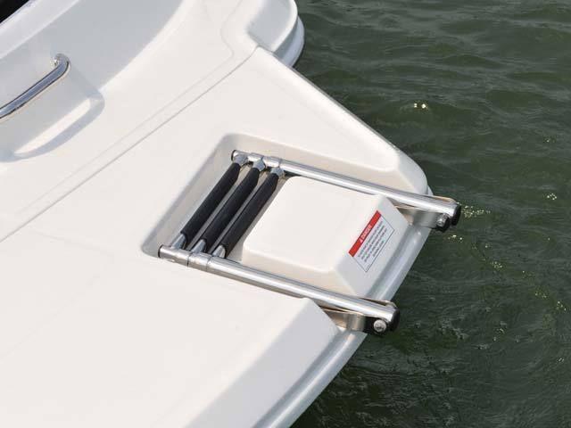 New 2012 Sea Ray Boats 190 Sport Bowrider Boat- Swim
