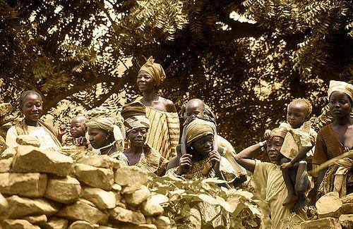 Espectadores en Nombori -   Spectators at Nombori (August 2000)    www.vicentemendez.com