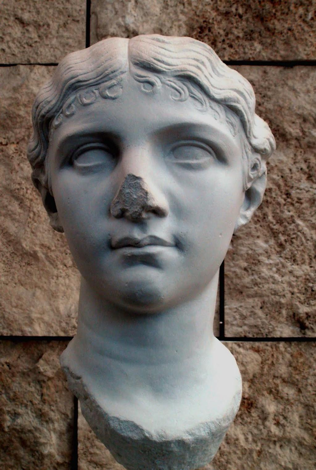Antonia la Menor (31-I-29 a.C. - 1-V-36 d.C.), hija de Marco Antonio ...