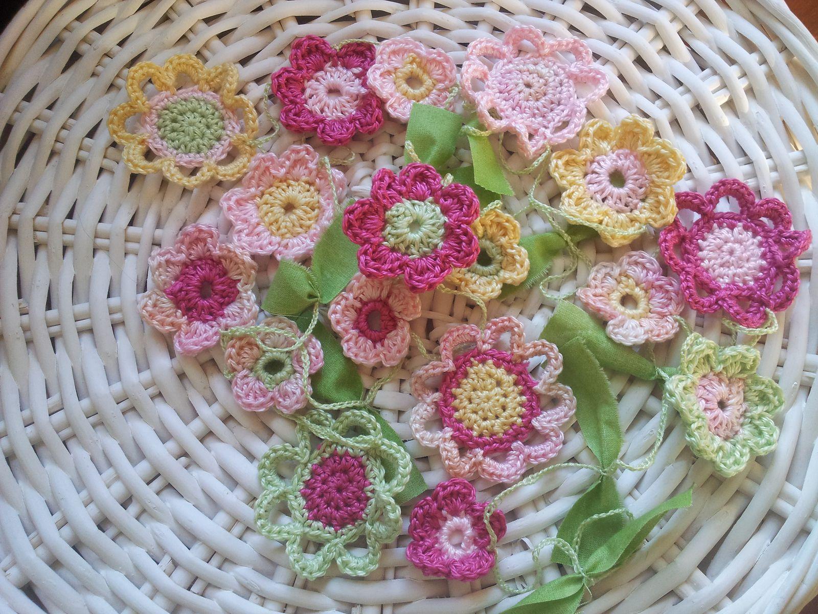 Ravelry: Emilia Flower Garland pattern by Emma Lamb
