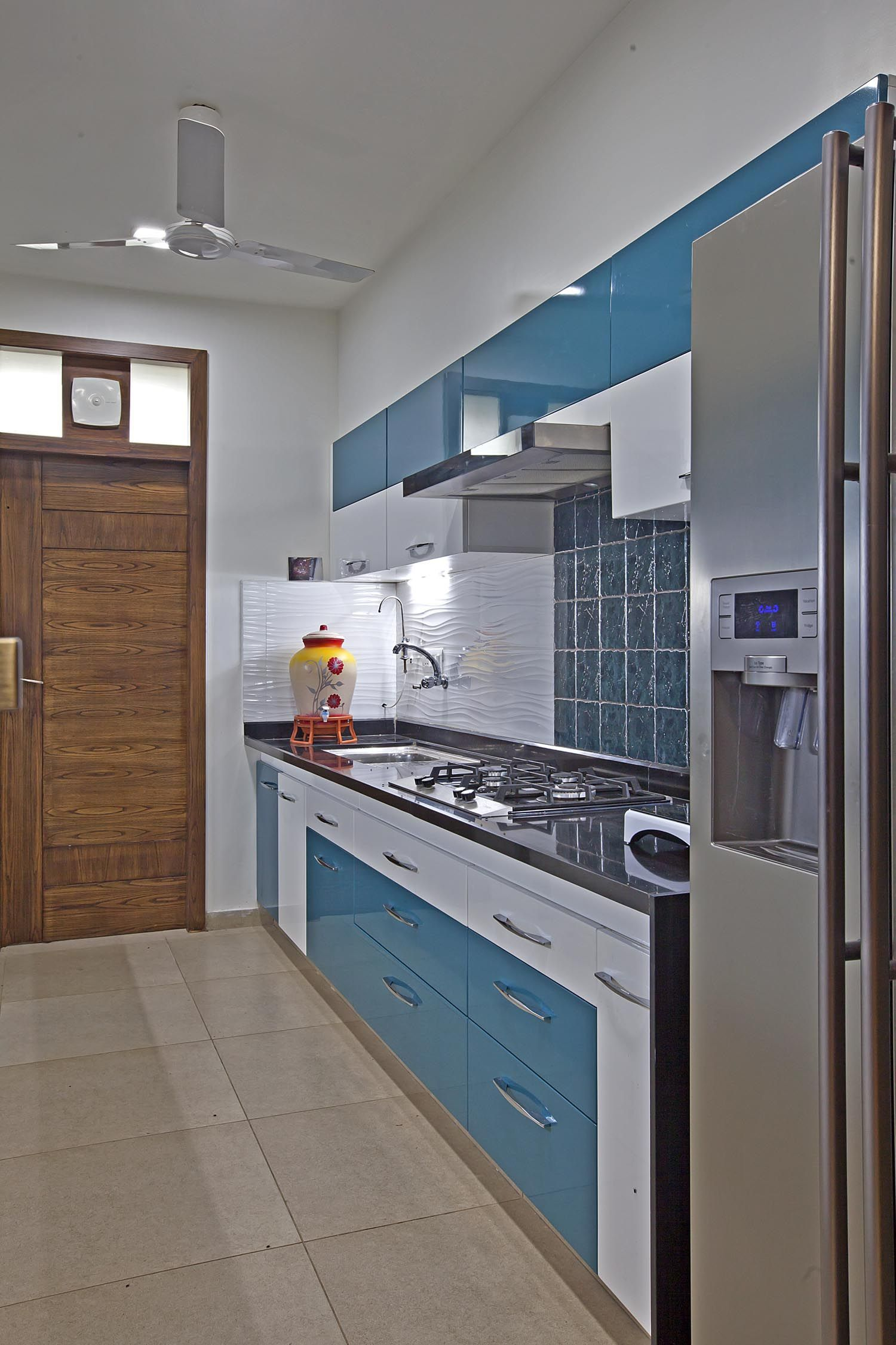 Small Kitchens May Seem To Be A Very Difficult Design Challenge But They Can Also Be F Interior Design Kitchen Kitchen Cupboard Designs Interior Kitchen Small