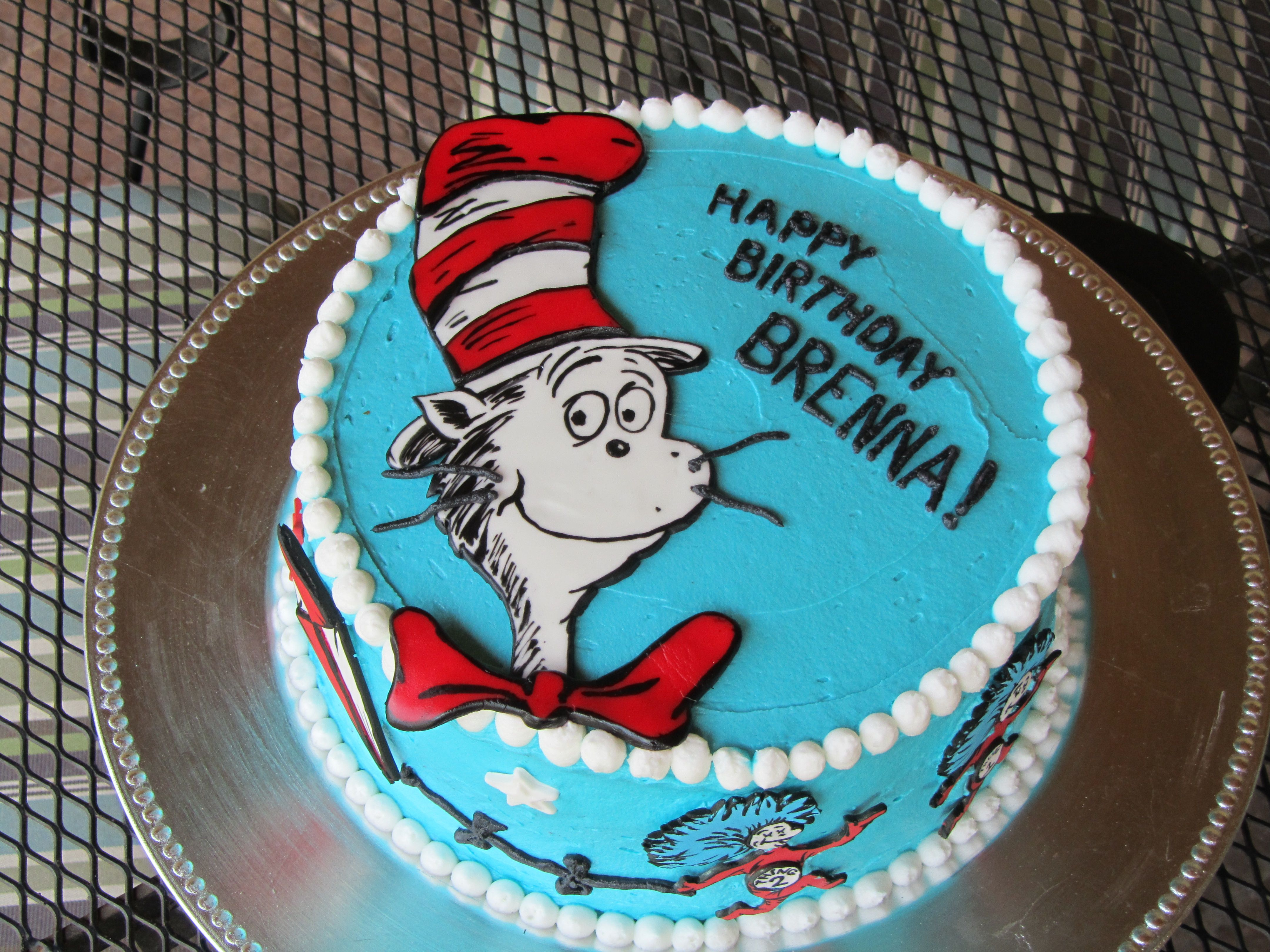 Cat In The Hat Cake With Images Dr Suess Birthday Party Ideas