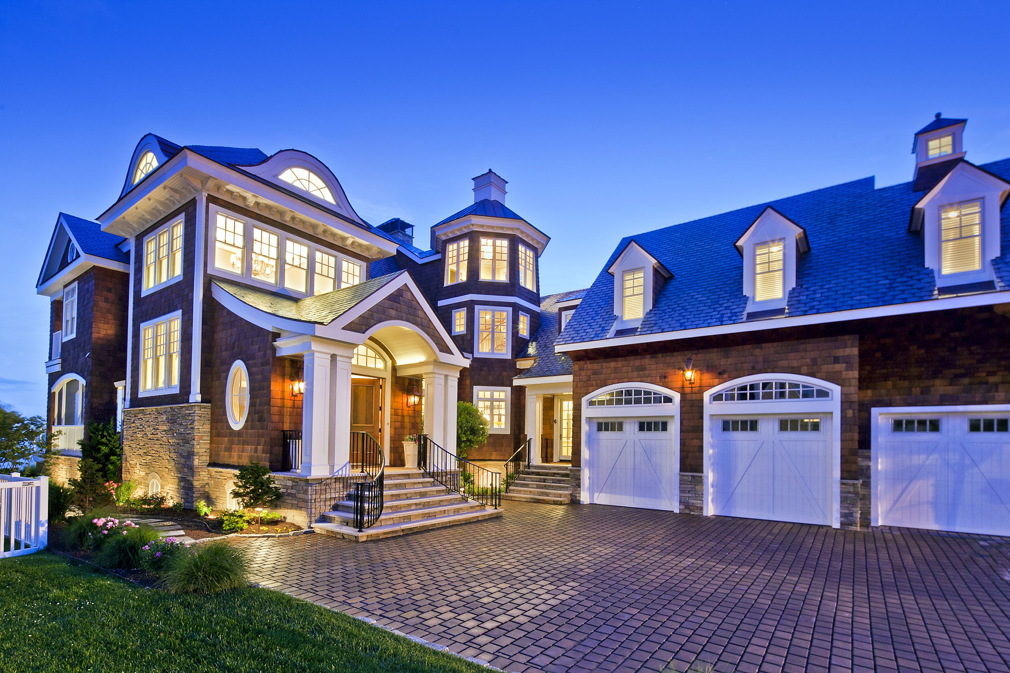 Love this check out more waterfront homes in hgtv