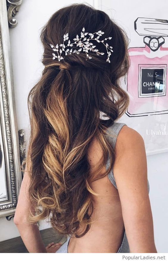 Long Curly Hair With Some Nice Head Accessory Long Hair Styles Unique Wedding Hairstyles Wedding Hair Down