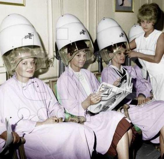 trois femmes sous le sechoir Blouses Salon, Coiffure