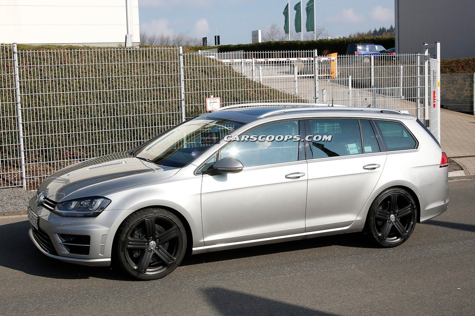 Vw Spied Testing What Looks Like Golf R Estate Could It Spawn A Jetta Sportwagen R Carscoops Volkswagen Golf R Volkswagen Volkswagen Golf