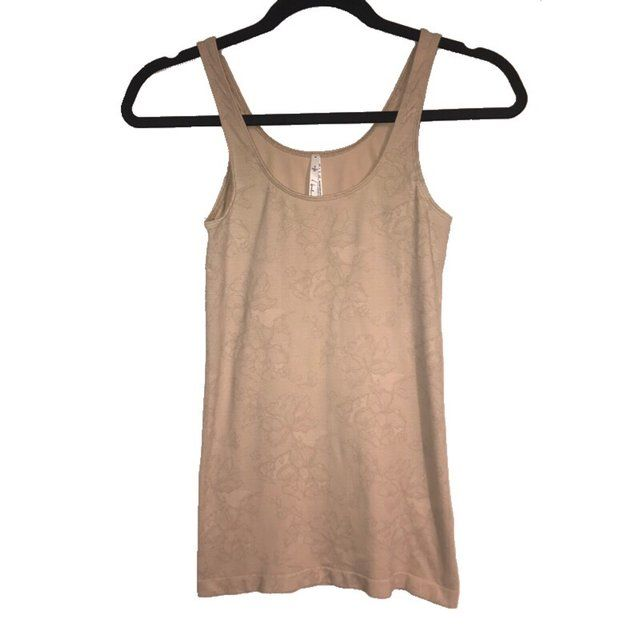 7d8f52bbba7 Babaton Bowie Tank from #Aritzia Condition: Well worn but of - Depop