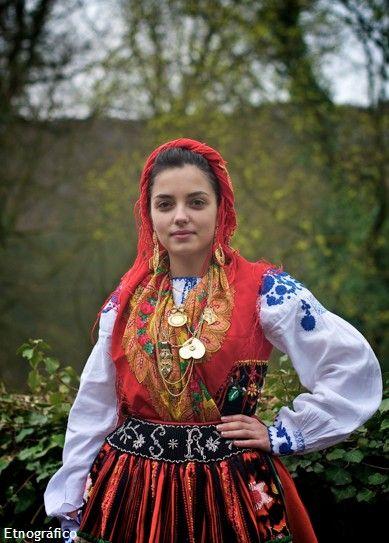 Folclore from Alto Minho | Moda tradicional, Trajes ...